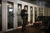Mitglieder des Pravyj Sektor im besetzten Postgebäude in Kiew / Members of the Prawy Sektor in an occupied postoffice.