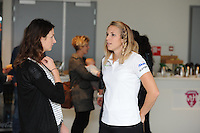 SCHAATSEN: HEERENVEEN: IJsstadion Thialf, Perspresentatie Team After Pay, interview  Lisette van Geest met Annette Gerritsen, ©foto Martin de Jong