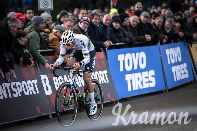 later winner Mathieu Van der Poel (NED/Alpecin Fenix) solo to yet another race win. <br /> <br /> Men Elite Race<br /> UCI Cyclocross Worldcup – Hoogerheide (Netherlands)<br /> <br /> ©kramon