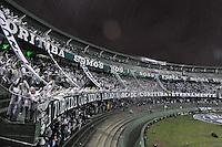 CURITIBA, PR, 11 DE JULHO DE 2012 - FINAL DA COPA DO BRASIL - CORITIBA x PALMEIRAS: Torcida do Coritiba chega para a partida Coritiba x Palmeiras, válida pela final da Copa do Brasil em jogo realizado no Estádio Couto Pereira em Curitiba. FOTO: LEVI BIANCO - BRAZIL PHOTO PRESS