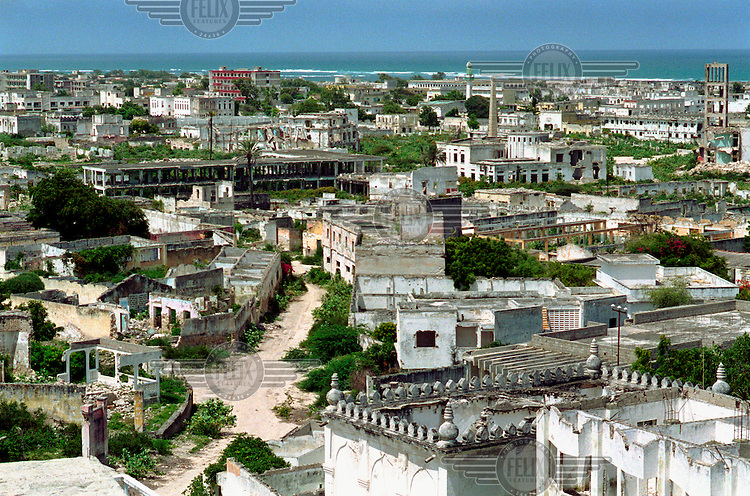 photo: Sven Torfinn.Somalia, Mogadishu, juli 2000.view over Mogadishu city, the area where in the past the 'green line' was going, but it is still deserted