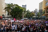 CURITIBA, PR, 29.09.2018 - PROTESTO-PR – Manifestantes durante ato contra o candidato à presidência da Republica Jair Bolsonaro (PSL) na tarde deste sábado no centro de Curitiba (PR) . (Foto: Paulo Lisboa/Brazil Photo Press)