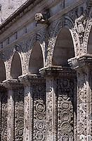 Amérique/Amérique du Sud/Pérou/Arequipa : La Compania (Ancien sanctuaire de la Compagnie de Jésus) - Le cloître (XVIII°)