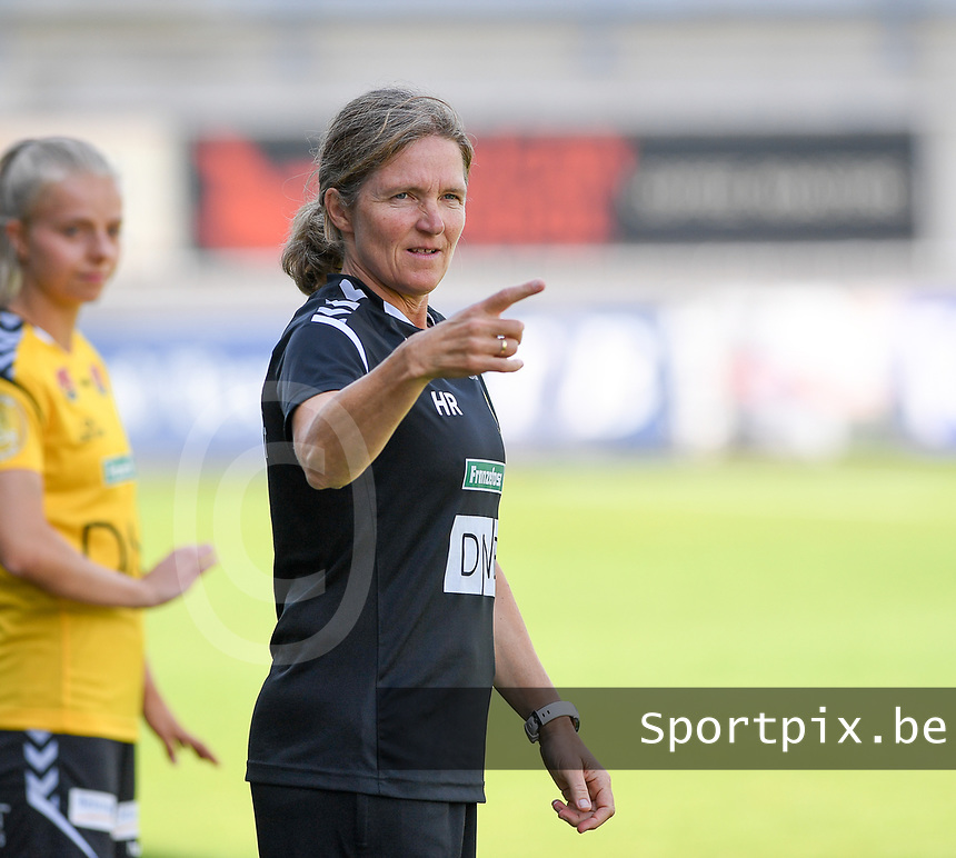 20190807 - DENDERLEEUW, BELGIUM : LSK's head coach Hege Riise pictured during the female soccer game between the Norwegian LSK Kvinner Fotballklubb Ladies and the Northern Irish Linfield ladies FC , the first game for both teams in the Uefa Womens Champions League Qualifying round in group 8 , Wednesday 7 th August 2019 at the Van Roy Stadium in Denderleeuw  , Belgium  .  PHOTO SPORTPIX.BE for NTB  | DAVID CATRY
