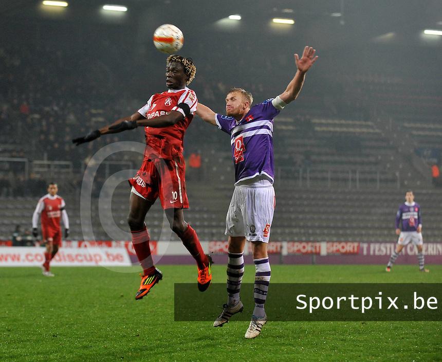 Beerschot AC - KV Kortrijk : duel tussen Ernest Nfor en Wim De Decker.foto VDB / BART VANDENBROUCKE
