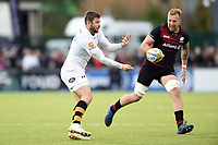 Elliot Daly of Wasps passes the ball. Aviva Premiership match, between Saracens and Wasps on October 8, 2017 at Allianz Park in London, England. Photo by: Patrick Khachfe / JMP