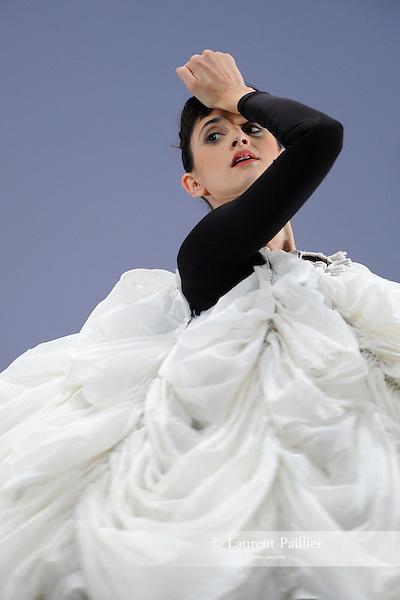 EMMA<br /> Emma Desjardins dans &quot;Antic meet&quot; de Merce Cunningham<br /> Th&eacute;&acirc;tre de la Ville de Paris, le 03/11/2010
