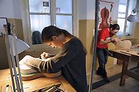 - Milano, Civica Scuola di Liuteria, corso per la costruzione di strumenti ad arco<br /> <br /> - Milan Civic School of Violin Making, course for the construction bowed instruments