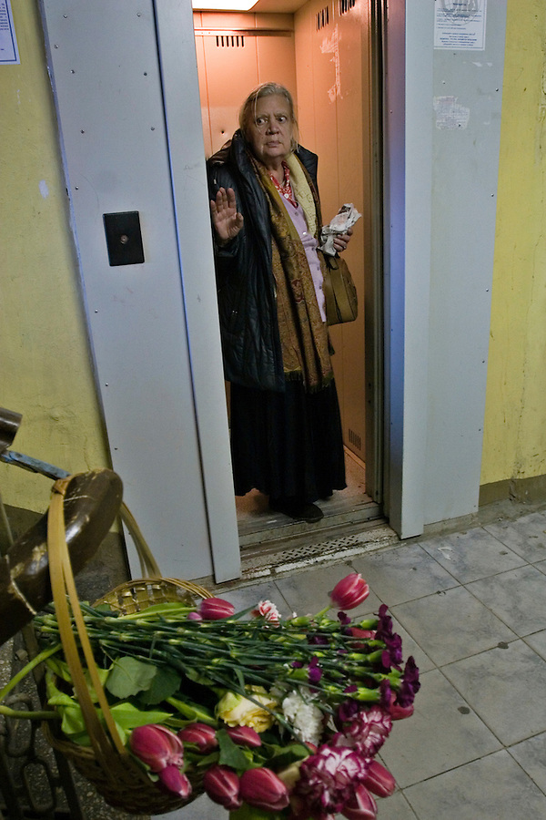 Moscow, Russia, 08/10/2006.&#xA;A woman stands in the lift in which Novaya Gazyeta journalist Anna Politovskaya was shot dead, in an apparent contract killing believed to be connected with her work.<br />