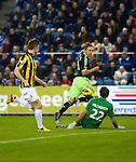 Nederland, Arnhem, 27 januari 2013.Eredivisie.Seizoen 2012-2013.Vitesse-Ajax.Siem de Jong, aanvoerder van Ajax inzet wordt geblokt door Piet Velthuizen, doelman (keeper) van Vitesse.