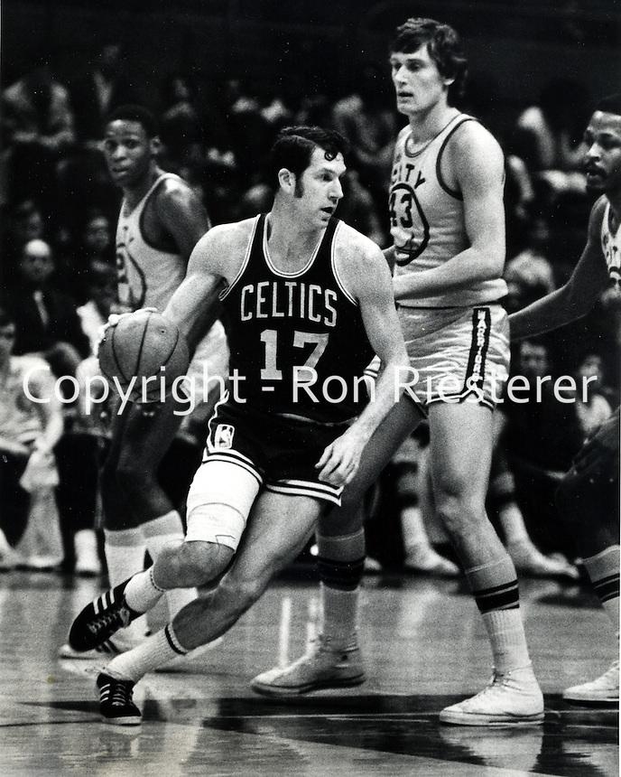 Boston Celtic John Havacheck  #43 Golden State Warrior Clyde Lee. (photo Ron Riesterer/Photoshelter)