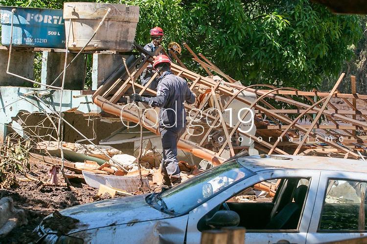 BRUMADINHO, MG, 30.01.2019: ROMPIMENTO DA BARRAGEM EM BRUMADINHO. Bombeiros trabalham na busca de pessoas em novas frentes  apos desastre ambiental na represa da Cia Vale, em Corrego do Feijao-Brumadinho, região metropolina de Belo Horizonte, MG, na manhã desta quarta feira (30) (foto Giazi Cavalcante/Codigo19)