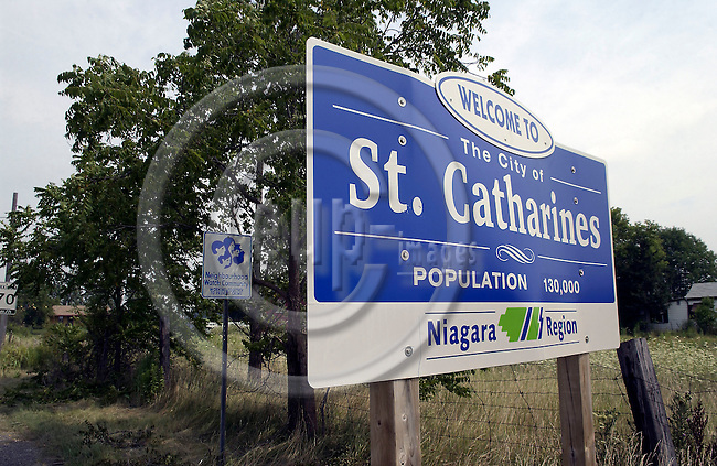 Saint - St. Catharines, Ontario, Canada - 02 August 2006 -- Road signs and an indication of a Neighbourhood Watch Community -- Photo: Horst Wagner / eup-images