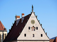 S&uuml;d-Giebel mit Rolandfigur, Uhr und Wappen, gotisches Altes Rathaus auf dem Marktplatz, Bardejov, Presovsky kraj, Slowakei, Europa, UNESCO-Weltkulturerbe<br /> South gable with Roland, clock and coat of arms, Old Townhall, Bardejov, Presovsky kraj, Slovakia, Europe, UNESCO-world heritage