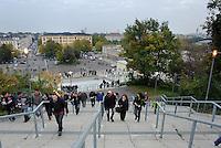 DFB Pokal 2011/12 2. Hauptrunde RasenBallsport Leipzig - FC Augsburg Fans auf dem Weg in die Red Bull Arena.