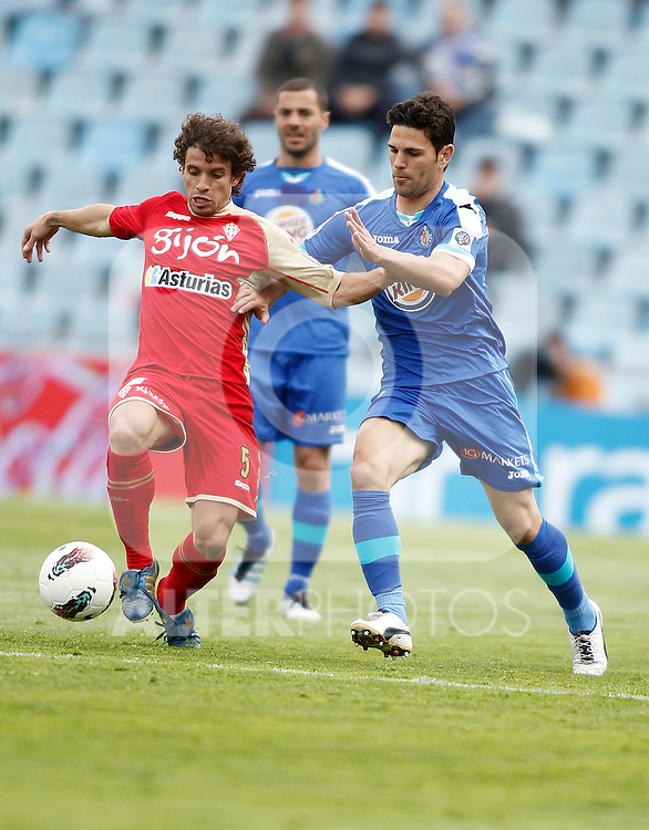 Getafe's Jaime Gavilan against Sporting de Gijon's Alberto Rivera during La Liga match. April 07, 2012. (ALTERPHOTOS/Alvaro Hernandez)