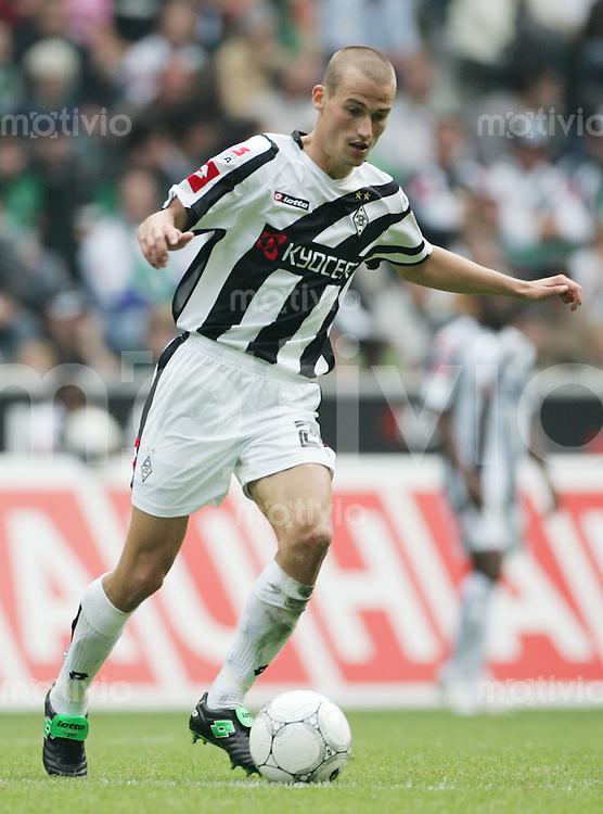 Fussball 1. Bundesliga Saison 2006/2007    1. Spieltag           Borussia Muenchengladbach - Energie Cottbus Peer KLUGE (Gladbach) Einzelaktion am Ball.
