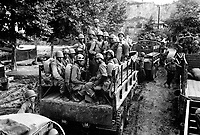 Men of the 24th Inf. Regt. move up to the firing line in Korea.  July 18, 1950.  Breeding.  (Army)<br /> NARA FILE #:  111-SC-343967<br /> WAR &amp; CONFLICT BOOK #:  1385