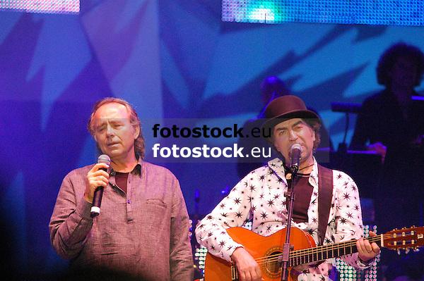 """Joan Manuel Serrat & Joaquín Sabina in Concert """"Dos Pajaros en un tiro"""", 10.07.2007 Plaza de Toros, Palma de Mallorca, Spain"""