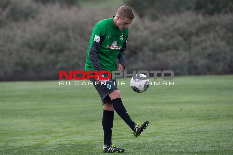 Trainingsgel&auml;nde, Jerez, ESP, 1.FBL, Trainingslager Werder Bremen 2014,  10.01.2014, <br /> Aufbautraining Felix Kroos (Bremen #18)<br /> <br /> <br /> Foto &copy; nordphoto/ Kokenge