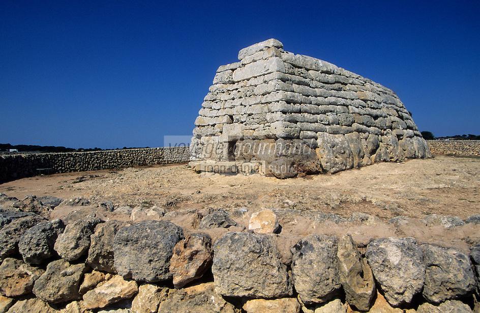 Europe/Espagne/Baléares/Minorque/Env de Ciutadella : Naveta des Tudons - Monument funéraire en forme de nef renversée - Monument préhistorique
