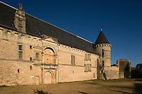 Europe/France/Midi-Pyrénées/46/Lot/Assier: le Château - la façade extérieure