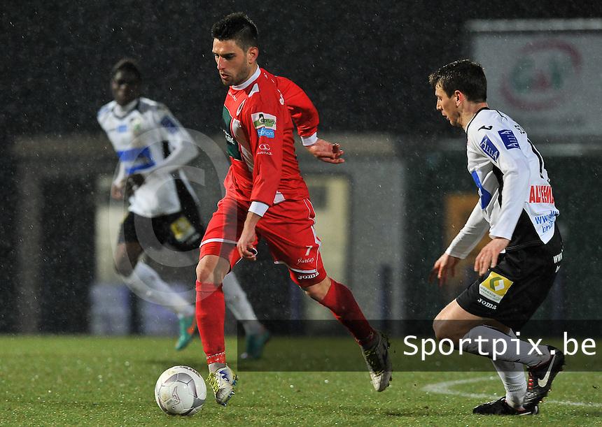 KSV Roeselare - R. Antwerp FC : Bruno Carvalho aan de bal voor Sergiy Serebrennikov (rechts).foto VDB / BART VANDENBROUCKE