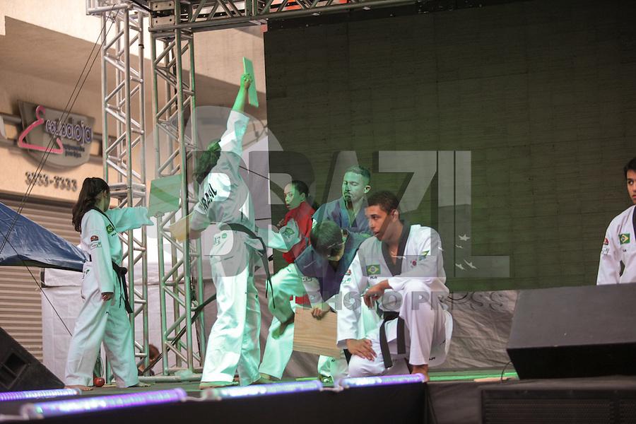 SAO PAULO, SP, 26 DE AGOSTO DE 2012 - CULTURA - 7 Festival da Cultura Coreana - O Festival que ocupa a Rua Lubavitch,  no bairro do Bom Retiro, zona central da cidade e  traz várias atrações relacionadas à Cultura Coreana que em 2013 celebrara 50 anos de Imigração no Brasil. FOTO RICARDO LOU - BRAZIL PHOTO PRESS