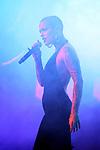 VINILA VON BISMARK visita THE HOLE ZERO para presentar su nuevo album 'Motel Llamado Mentira'.
