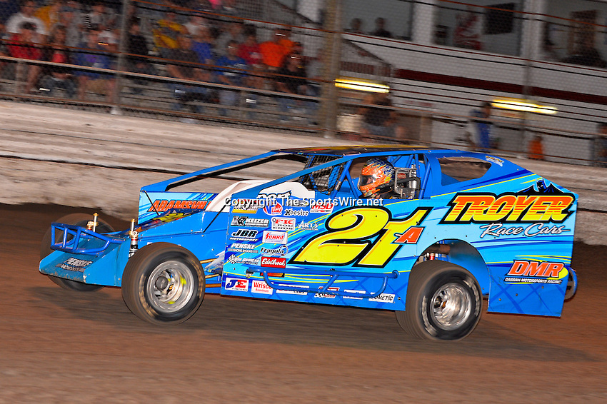Feb 20, 2014; 6:40:16 PM;  Barberville, FL, USA;  Super DIRT car Series Big Block Modifieds presented by Summit Racing Equipment at Volusia Speedway Park.  Mandatory Credit: (thesportswire.net)