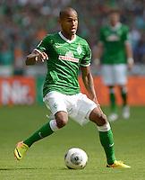 FUSSBALL   1. BUNDESLIGA   SAISON 2013/2014   2. SPIELTAG SV Werder Bremen - FC Augsburg       11.08.2013 Theodor Gebre Selassie (SV Werder Bremen) am Ball