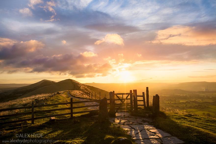 The Great Ridge above Castleton at sunrise, looking towards Lose Hill. Peak District National Park, Derbyshire, September.