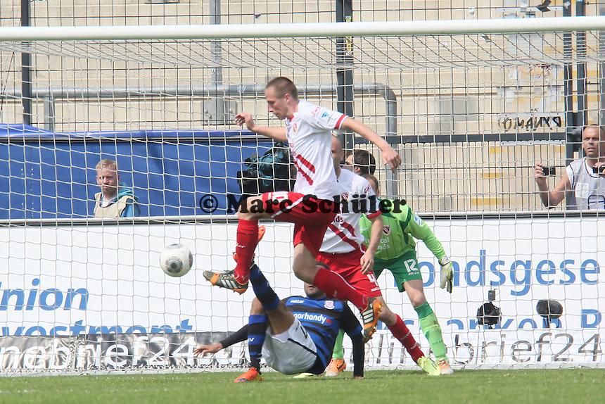 Marco Stiepermann (Cottbus) klaert - FSV Frankfurt vs. FC Energie Cottbus, Frankfurter Volksbank Stadion