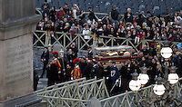 La teca contenente le spoglie di San Pio viene trasportata in Piazza San Pietro, Citta' del Vaticano, 5 febbraio 2016.<br /> The box containing the corpse of Saint Pio da Pietralcina is carried in St. Peter's Square at the Vatican, 5 February 2016.<br /> UPDATE IMAGES PRESS/Isabella Bonotto<br /> <br /> STRICTLY ONLY FOR EDITORIAL USE
