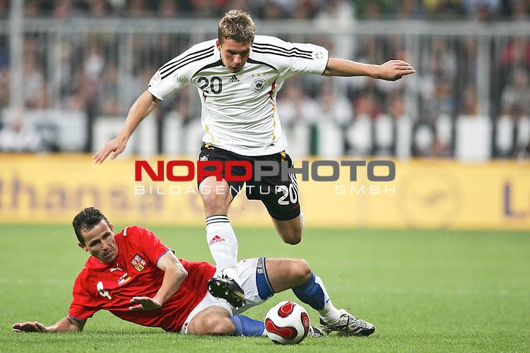 Qualifikation EM 2007 Gruppe: D - Deutschland (GER) vs. Tschechien (CZ). <br /> <br /> <br /> Lukas Podolski (Deutschland #20) gegen Tomas Galasek (Tschechien #4).<br /> <br /> Foto &copy; nph (  nordphoto  )<br /> <br /> <br /> <br />  *** Local Caption ***