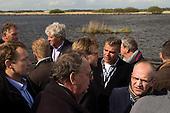 Vaarexcursie toepassing geotubes als golfbreker, georganiseerd door het  Platform Natuurvriendelijke Oevers