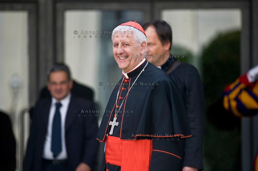 Il Cardinale Giuseppe Versaldi in Piazza San Pietro. Il cardinale Versaldi è stato intercettato durante una conversazione con il manager Giuseppe Profiti, in cui si parla di nascondere al Papa uno spostamento di decine di milioni di euro