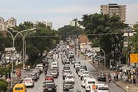 SAO PAULO, SP, 23.10.2013 - TRANSITO / RADIAL LESTE - Transito intenso sentido bairro na Avenida Alcantara Machado (Radial Leste) na altura da Rua dos Trilhos no bairro da Mooca regiao leste de São Paulo, nesta quarta-feira, 23. (Foto: William Volcov / Brazil Photo Press).