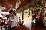 Houmpham, capitaine du bateau depuis 7 ans. Remontee du Mekong entre Luan Prabang et Pakbeng  vers la frontière thailandaise. Laos .