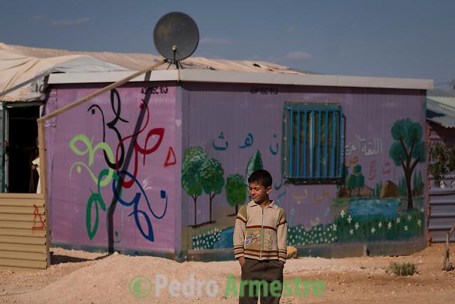 2016/04/18. Jordania Zaatari.<br />  M&aacute;s de 86.000 refugiados sirios viven en el campo de Zaatari, en Jordania. De ellos, el 60% son ni&ntilde;os. Las familias esperan poder regresar a Siria cuando termine la guerra. Save the Children trabaja en Zaatari apoyando a las familias con servicio de guarder&iacute;a y refuerzo educativo para los ni&ntilde;os hasta 12 a&ntilde;os. La organizaci&oacute;n tambi&eacute;n reparte alimentos y atiende a los refugiados sirios que viven fuera de Zaatari, en ciudades como Amman. &copy; Pedro Armestre/ Save the Children Handout. No ventas -No Archivos - Uso editorial solamente - Uso libre solamente para 14 d&iacute;as despu&eacute;s de liberaci&oacute;n. Foto proporcionada por SAVE THE CHILDREN, uso solamente para ilustrar noticias o comentarios sobre los hechos o eventos representados en esta imagen.<br /> <br /> 2016/04/18. Jordania Zaatari.<br />  More tan 86.000 Syrian refugees live in the Zaatari camp, in Jordan. Of these, 60% are children. The families hope to return to Syria after the war. Save the Children works in Zaatari supporting families with childcare and educational support for children. The organization also distributes food and works with the families outside Zaatari, in cities like Amman. &copy; Pedro Armestre/ Save the Children Handout - No sales - No Archives - Editorial Use Only - Free use only for 14 days after release. Photo provided by SAVE THE CHILDREN, distributed handout photo to be used only to illustrate news reporting or commentary on the facts or events depicted in this image.