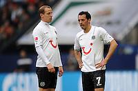 FUSSBALL   1. BUNDESLIGA   SAISON 2011/2012   29. SPIELTAG FC Schalke 04 - Hannover 96                                08.04.2012 Jan Schlaudraff und Sergio Pinto (v.l, beide Hannover 96)