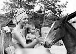 Polish film star Barbara Brylska with her daughter Basya (she is half a year old)./ Барбара Брыльска с дочерью Басей (ей пол года). <br /> Личный архив Б.Брыльской
