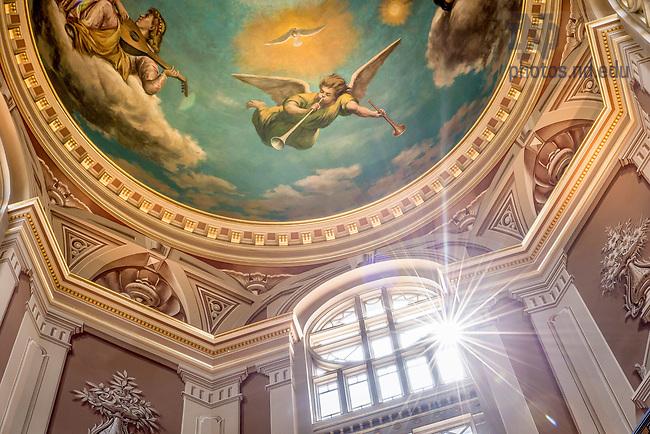 Apr. 24, 2015; Rotunda in the Main Building. (Photo by Matt Cashore/University of Notre Dame)