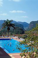 Cuba, Mogotes (Kalkberge) im Valle de Vinales, Blick von Hotel Los Jazmines, Provinz Pinar del Rio