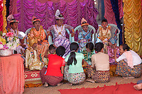 Myanmar (Burma), Mandalay-Division, Bagan: Novitiation ceremony with young boys dressed as princes | Myanmar (Birma), Mandalay-Division, Bagan: Shinbyu, burmesische Form des Noviziats, Ausbildung und Vorbereitung zum Theravada Buddhism, die Jungen werden dabei als Prinzen gekleidet