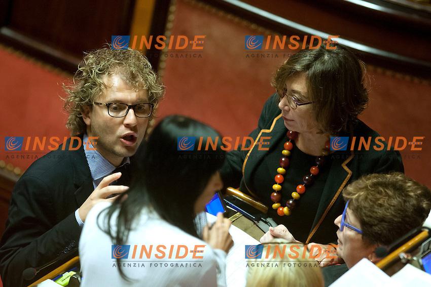Luca Lotti parla con le senatrici del PD<br /> Roma 06-08-2014  Senato. Discussione sul DdL Riforme costituzionali che prevede anche la riforma del Senato. <br /> Photo Samantha Zucchi Insidefoto