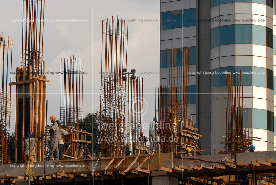 "Afrika Ruanda Kigali , ecobank und Neubau von Hochhaeusern mit Geldern aus Geschaeften mit dem Kongo - Bauwirtschaft xagndaz | .Africa Rwanda Kigali , ecobank and construction site , money from business with Congo is reinvested  .| [ copyright (c) Joerg Boethling / agenda , Veroeffentlichung nur gegen Honorar und Belegexemplar an / publication only with royalties and copy to:  agenda PG   Rothestr. 66   Germany D-22765 Hamburg   ph. ++49 40 391 907 14   e-mail: boethling@agenda-fototext.de   www.agenda-fototext.de   Bank: Hamburger Sparkasse  BLZ 200 505 50  Kto. 1281 120 178   IBAN: DE96 2005 0550 1281 1201 78   BIC: ""HASPDEHH"" ,  WEITERE MOTIVE ZU DIESEM THEMA SIND VORHANDEN!! MORE PICTURES ON THIS SUBJECT AVAILABLE!! ] [#0,26,121#]"