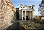 Azeglio (To). Paese che fa parte degli intinerari dei luoghi del Risorgimento. Nella foto chiesa di San Martino