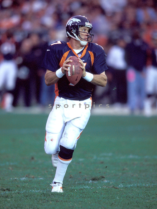 Denver Bronco, John Elway (7) in action against the Jacksonville Jaguars on October 25, 1998 at Mile High Stadium. The Broncos beat the Jaguars 37-24.