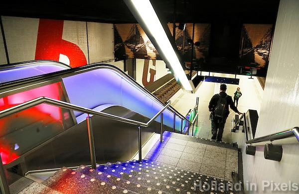 Nederland  Amsterdam  2016 . Vernieuwde Metro ingang in Amsterdam.  Foto Berlinda van Dam / Hollandse Hoogte
